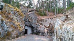 Музей в скале Горы Филина
