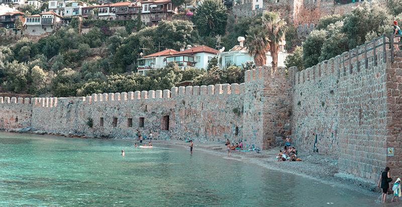 Крепость Аланьи — популярная достопримечательность Аланьи в Турции