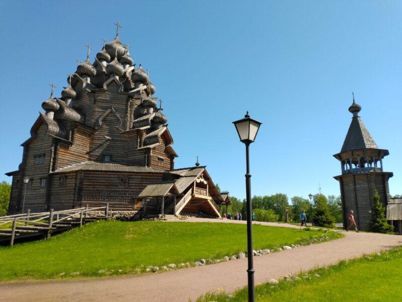 Покровская церковь в Усадьбе Богословка Ленинградской области