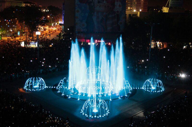 Театральная площадь с фонтанами в Краснодаре